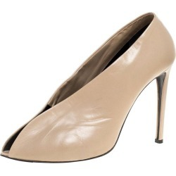 Balenciaga Beige Leather Split Vamp Ankle Booties Size 41 found on Bargain Bro Philippines from 1stDibs for $497.00