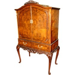 Superb Old English Burr Walnut And Hand-carved Georgian Style Drinks Cabinet