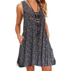 Berrylook V Neck Patch Pocket Floral Printed Shift Dress online sale, shoping, Fitted Shift Dresses, below the knee dresses, floral shift dress
