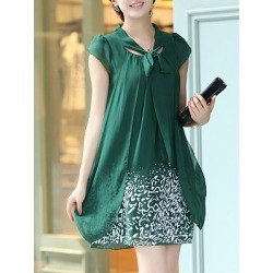 Berrylook Round Neck Printed Shift Dress clothes shopping near me, shoppers stop, printing Shift Dresses, below the knee dresses, sheath dress