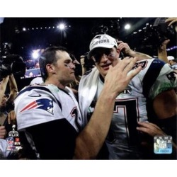 Posterazzi PFSAARR22901 Tom Brady & Rob Gronkowski Celebrate Winning Super Bowl Xlix Sports Photo - 10 x 8 in.