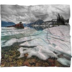Designart 'Frozen Mountain Lake Shore' Landscape Fleece Throw Blanket (71 in. x 59 in.), White, DESIGN ART found on Bargain Bro from Overstock for USD $40.37