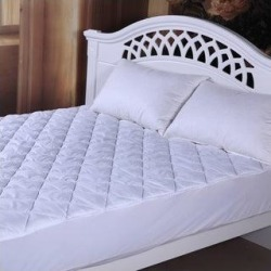 Maison Condelle- Deluxe Microfiber Mattress Pad - White (King) found on Bargain Bro from Overstock for USD $30.39