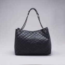 Bolsa Hobo Couro Matelassê Preta - G found on Bargain Bro India from Capodarte for $43610.00