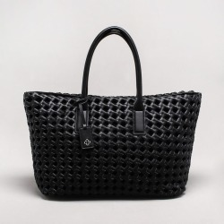 Bolsa Shopper Tressê Preta - M found on Bargain Bro India from Capodarte for $34790.00