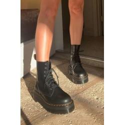 Dr. Martens Jadon Platform 8-Eye Boots - black UK 5 at Urban Outfitters