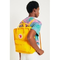 Fjallraven - Sac à dos Kanken classique jaune intense found on MODAPINS from Urban Outfitters (FR) for USD $128.70