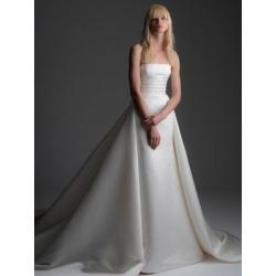 Robe de bal de style princesse Addams found on Bargain Bro from La Baie for USD $2,656.20