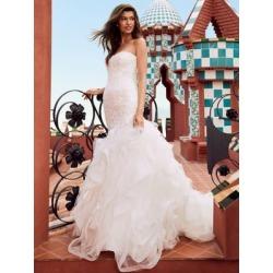 Robe de mariée de coupe sirène en tulle et dentelle found on Bargain Bro from La Baie for USD $2,808.20