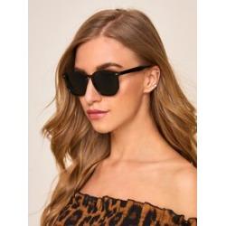 Rivet Decor Flat Lens Sunglasses found on Bargain Bro India from Sheinside for $4.00
