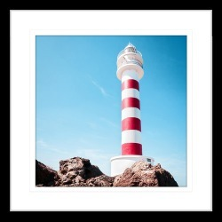 By the Seaside I Framed Print Frame Colour: Black, Size: Small Square