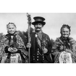 Poster: Süddeutsche Zeitung Photo's Silesian Traditional Costumes, 24x