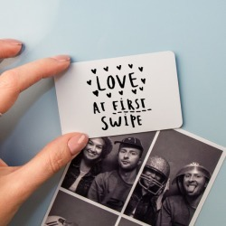 Online Dating 'Love At First Swipe' Relationship Magnet