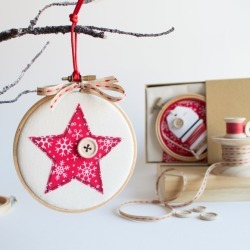 Make your own embroidery hoop Christmas bauble kit
