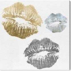 Oliver Gal Luxury Kiss Canvas Art, 24