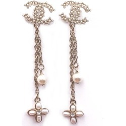 Chanel Flower Chain Earrings Pearl Long Gold/Pearl found on Bargain Bro India from StockX Holdings LLC for $850.00