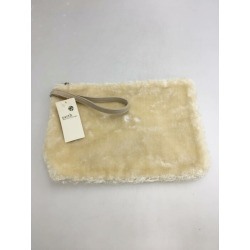 earth music & ecology (ground music & ecology) fur clutch bag white Lady's new article