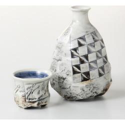 Mino ware Japanese dishes gift made in sake bottle & taking a swig at a bottle bottle and cup set celadon porcelain line engraving ハ 19-54-43 Japan