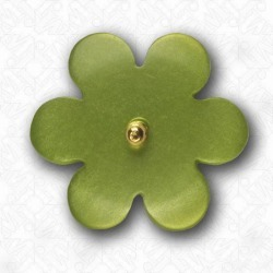 FLOWER BUTTON WITH SHANK found on Bargain Bro from M&J Trimming Affiliate Program for $0.98