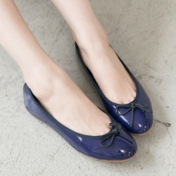 Fmshoes 韓-優雅甜美朵結漆皮娃娃鞋-深藍 found on Bargain Bro Philippines from mydress for $44.07