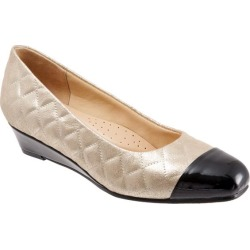 Trotters Langley Women's Shoes Gold Quilted 6.5 Medium (B) found on Bargain Bro India from trotters for $39.99